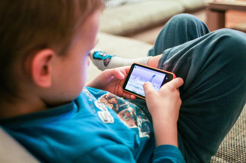 child-using-iphone