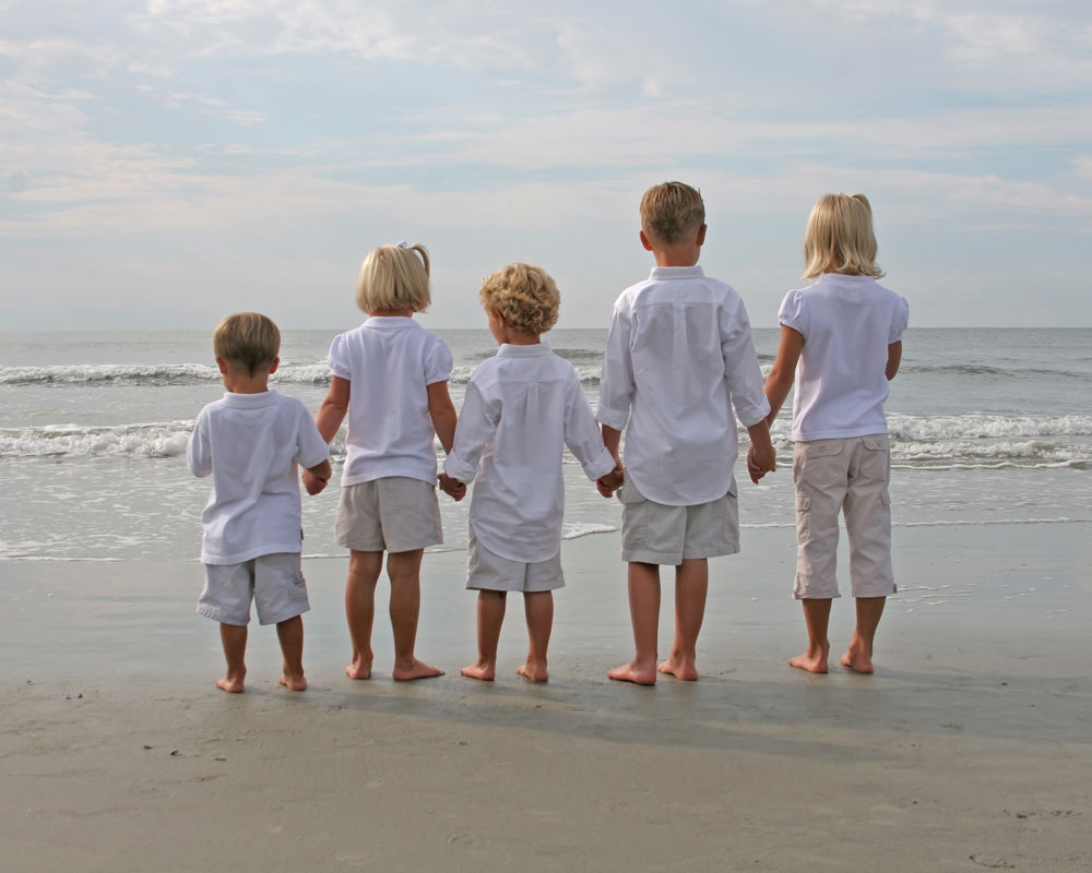 kids-standing-at-the-beach